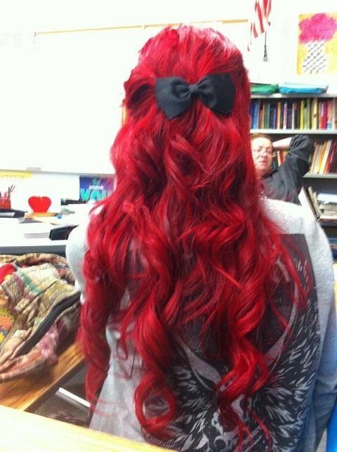 Rood golvend haar met strik #Hair