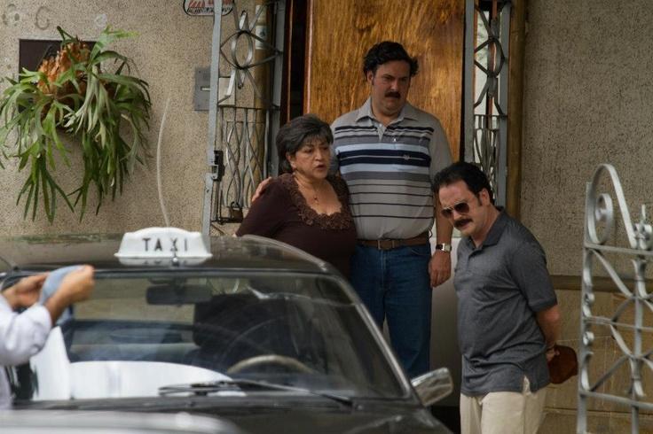 La familia Escobar Gaviria se entera de la muerte de Gonzalo a través de las noticias. Reviva la impactante escena.