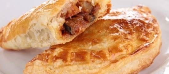 Empanadas! Met chorizo, prei, boontjes, zwarte olijf, feta en majoraan, in dichtgevouwen hartige taart-deegplakjes. Lekkerr... Voor feest of gewoon avondeten.