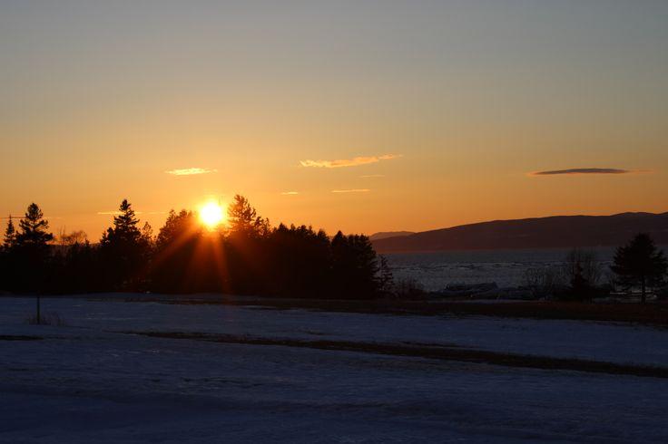 Saint-André-de-Kamouraska - En mars, le soleil ne se couche pas encore dans les montagnes.