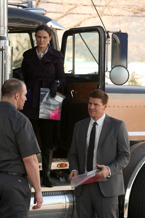 """Brennan and Booth Investigate at a Truck in Bones Season 7, Episode 8: """"The Bump in the Road"""""""
