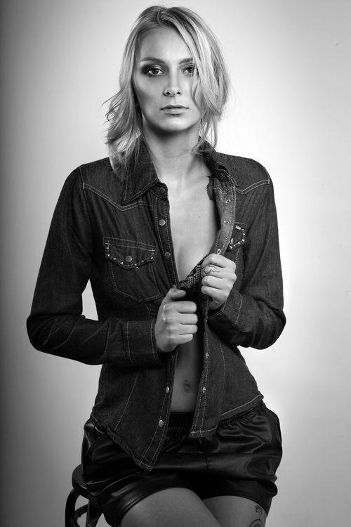 Black and White shoot, Studio, Skin, classy, blonde, Jeans,
