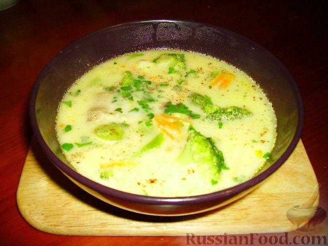 Фото приготовления рецепта: Сырный суп с брокколи - шаг №9