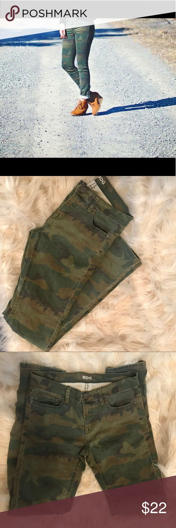 BDG camo skinny jeans Great condition-barley worn! Super cute Urban Outfitters BDG camo skinnies. Low rise, super comfy with slight stretchy material. Add that urban, laid back vibe to any outfit. ✨💫🌲 YOU CAN BUY BOTH SHIRT AND PANTS - Separate listings, bundle to save! Buy two or more save 10% BDG Pants Skinny