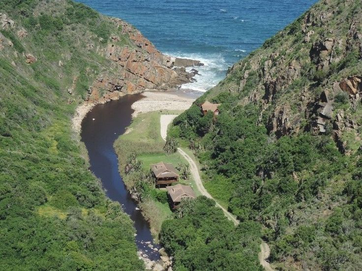 #BallotsBay is a small coastal neighbourhood nestled in the green plenty of the #GardenRoute in the #WesternCape.
