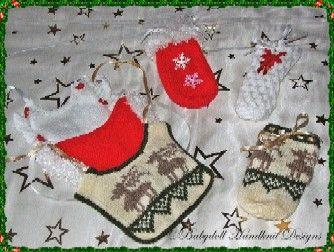 FREE Christmas bibs and bottlecovers 18-22 inch dolls-babydoll handknit designs, knitting pattern, bib, bottlecover, doll, baby