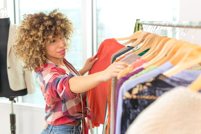Assistant ou assistante styliste : Etudes, diplômes, salaire , emploi, stage, formation, rôle, compétences | Carrière Mode