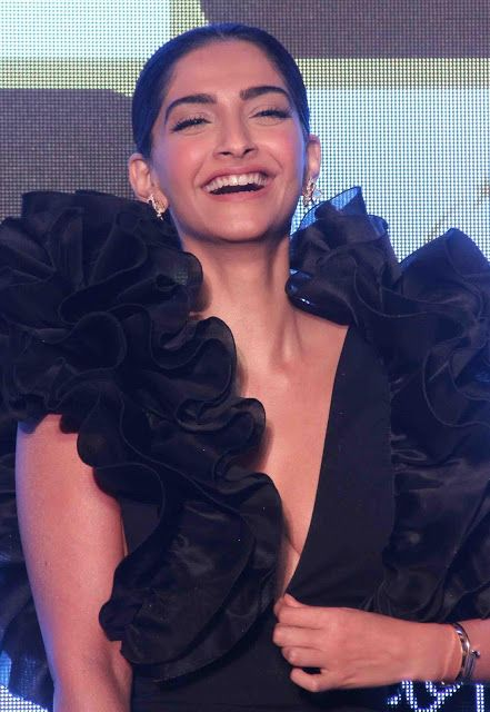 Sonam Kapoor Sexiest Boobs Show At Chandon's The Party ~ Kapoor Cleavage