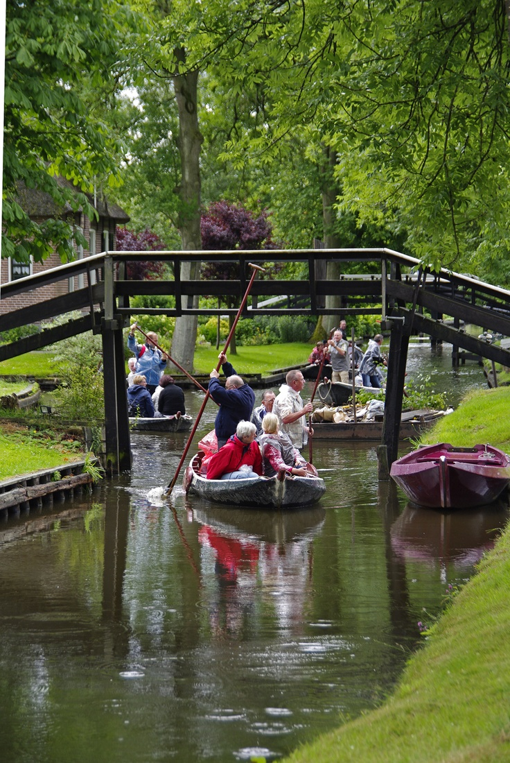Giethoorn, also at WaterReijk in the Netherlands. The village is only approachable by foot, bike or (shallow) boat. Life here takes place on the edge of water and land. More info about Giethoorn: WaterReijk.nl/en