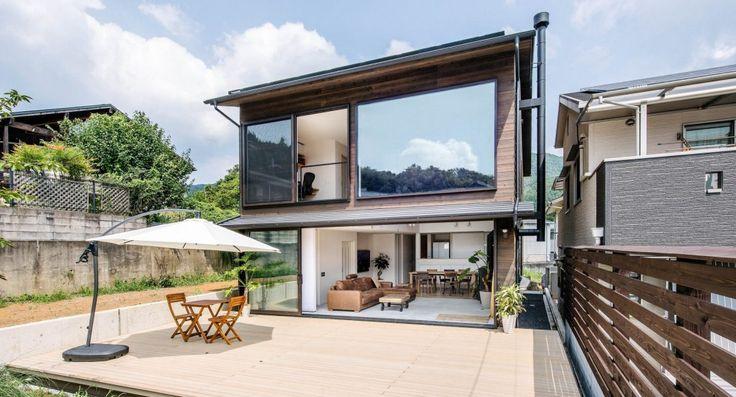 京都市北区の郊外に建つ100㎡の注文住宅。薪ストーブや広いウッドデッキなど施主の希望を叶えたゼロ・エネルギー住宅です。