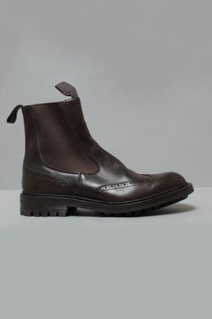 Burnished Perforated leather Ankle boots Henry espresso color from Tricker's. Elastics in the sides. Sole commando. Fitting 5. Henry model of Tricker's shoes fit slightly big, we suggest to order half size smaller.