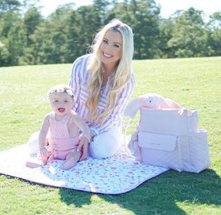 """Spring Time  in Texas with """"Inés"""" Diaper bag by Pasito a Pasito Good mornig and Spring Time  in Texas with """"Inés"""" Diaper bag by Pasito a Pasito. Thank you @katelynpjones for trusting in our brand.  All USA  shipping with @luli.bebe #changingbag #diaperbag #pasitoapasito #estiloinconfundible #babystuff #babytravel #decobebe #ines"""