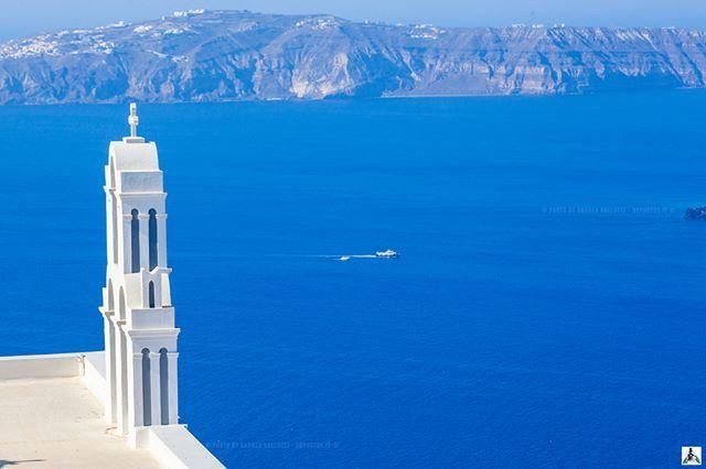 Santorini, The Blue Island PH. ANDREA GALLUCCI ————————————————————— #thegreeceguide #YEGreece2016 #santorinisecrets #TravelingOurPlanet #athenvoice #instagreece_windows #super_greece #greecetravelgr1_ #travel_greece #tourism #tourist #travel_greece_world #great_captures_greece #DiscoverGreece #ReasonsToVisitGreece #perfect_greece #santorini #oia #amoudibay #ig_santorini #SantoriniHeavenOnEarth #ig_greece #fodorsonthego #ilovegreece #santorini_lovers #wu_greece #wu_greece16 #Cyclades_island…
