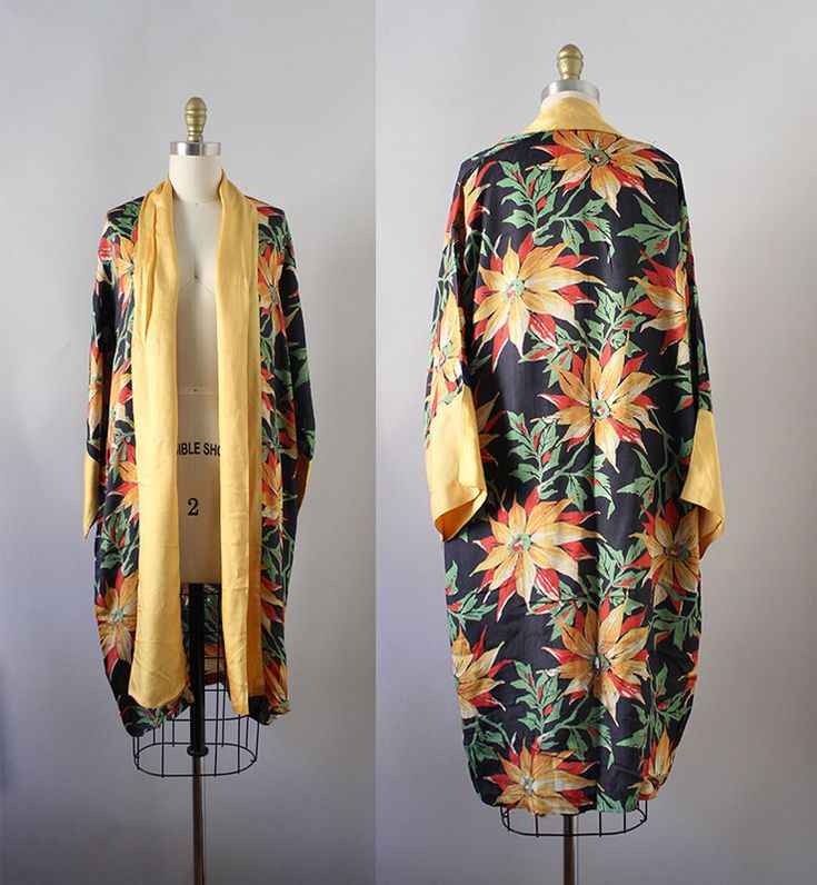 1920s Floral Robe / Vintage Antique 20s 30s Art Deco Kimono by CaramelVintage on Etsy https://www.etsy.com/listing/594978391/1920s-floral-robe-vintage-antique-20s