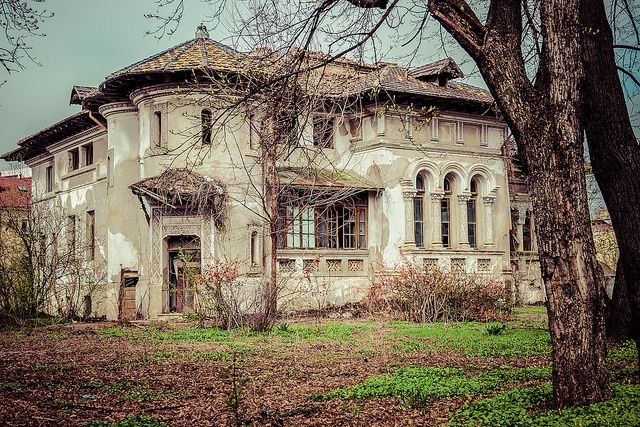 Abandoned mansion on Kiseleff Boulevard, Bucharest