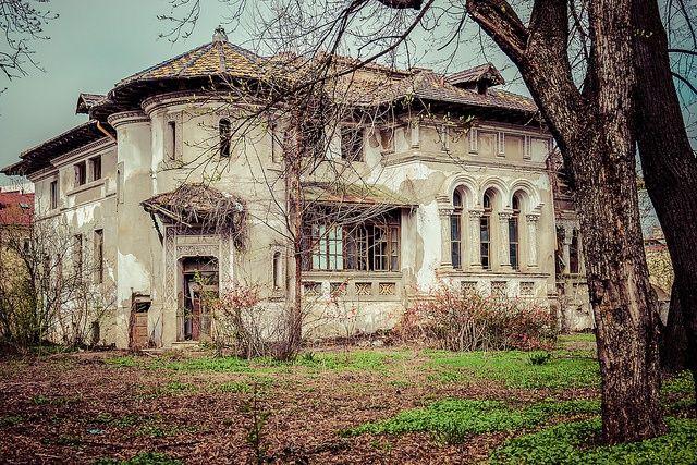 Abandoned mansion on Kiseleff Boulevard, Bucharest