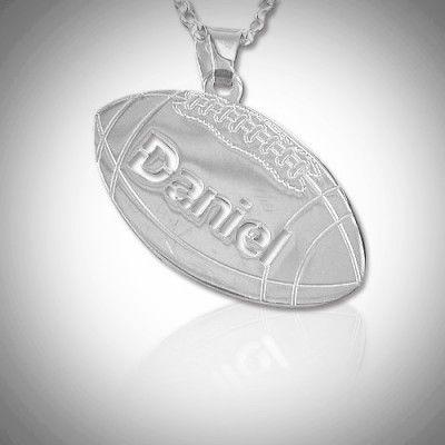 imikoru – Amerikkalainen jalkapallo  Nimikoru, johon saat haluamasi nimen amerikkalaisen jalkapallon muotoiseen hopeariipukseen.  Hieno lahja amerikkalaisen jalkapallon pelaajalle ja fanille!
