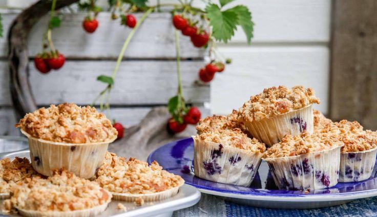 Saftiga muffins med blåbär, toppat med en kardemummacrumble.