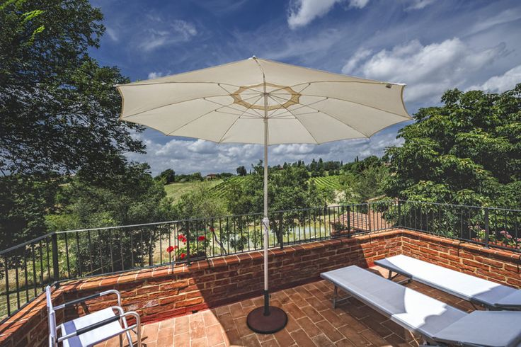 Summer on the equipped terrace in apartment Lea. There's a fantastic view over the tuscan countryside.