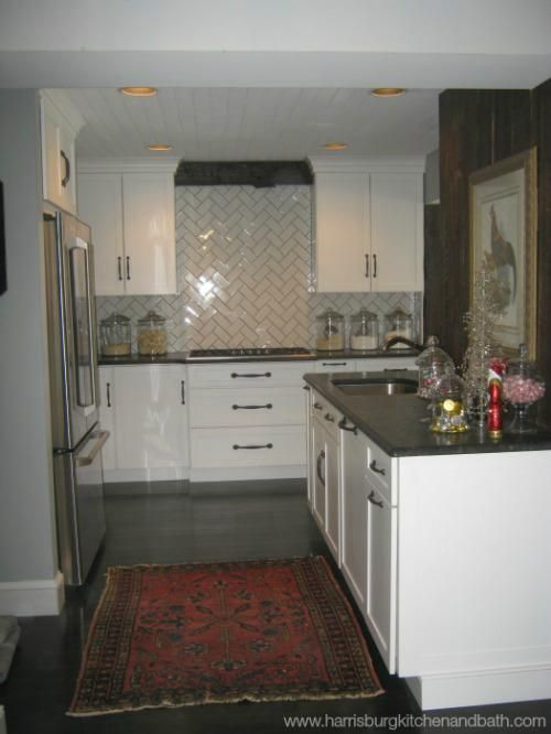 We Updated This Home With A Modern Farmhouse Kitchen Yorktowne Cabinetry White Icing Classic