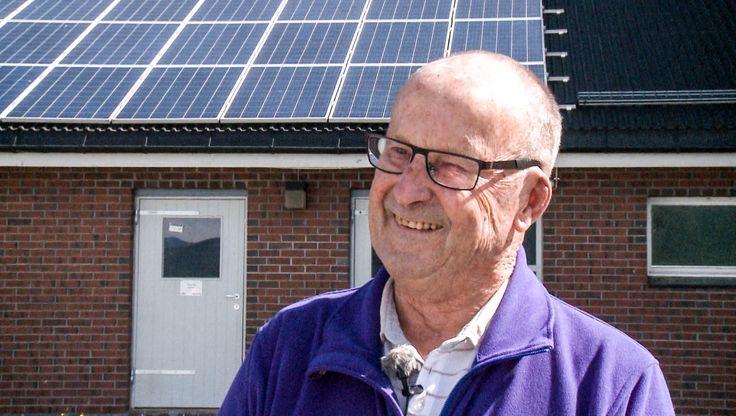 93-åring fylte fjøstaket med solcellepanel    Foto: Øystein Økter / NRK