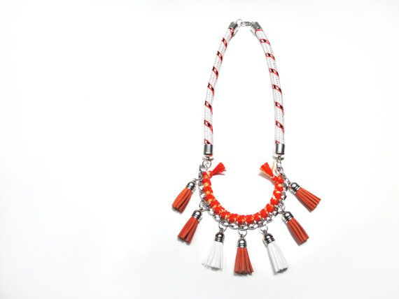Climb rope necklace with suede tassels in white and orange