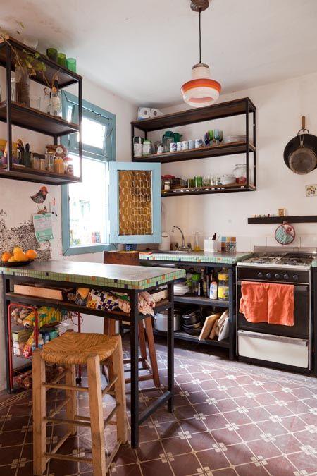 Belén y Javier. PH al fondo. Un ambiente, con mini entrepiso y patio en Colegiales, Ciudad de Buenos Aires. CompartiloComparte en Facebook (Se abre en una ventana nueva)Haz clic para compartir en T…