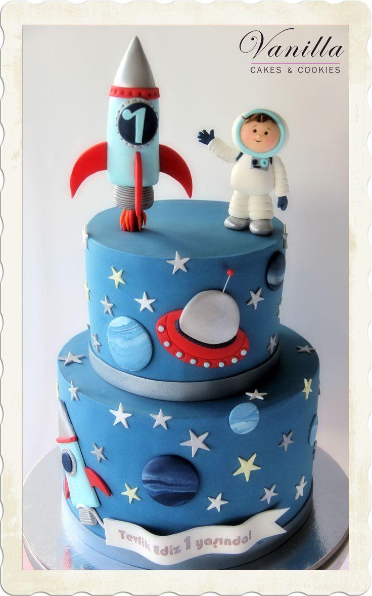 Weltraumkuchen. In #astronotpas. Fondant-Raumschiff und Astronaut. Galaxy-Torte …   – baby kuchen