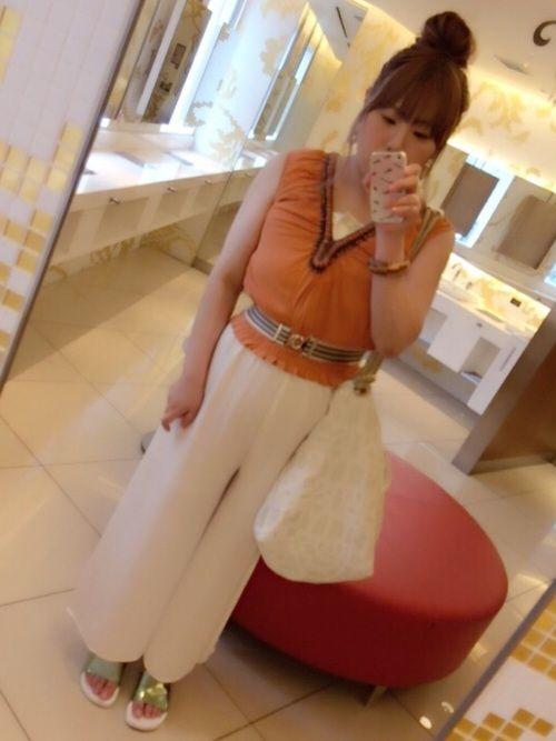 お気に入りのオレンジのトップスを着て。ホワイトも欲しいヽ(o゚ω゚o)ノ