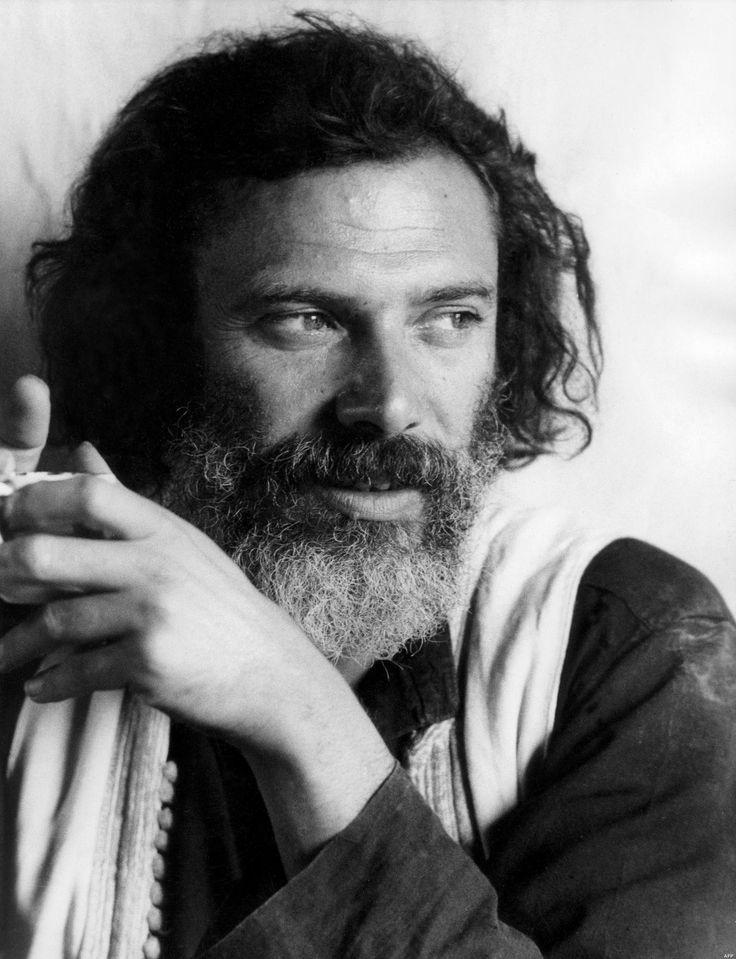 Georges Moustaki, né Giuseppe Mustacchi, est un auteur-compositeur-interprète d'origine italo-grecque naturalisé français en 1985, né le 3 mai 1934 à Alexandrie et mort le 23 mai 2013 à Nice. Georges Moustaki était aussi artiste-peintre et écrivain (chanson le Métèque)
