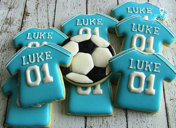 Football/Soccer themed decorated sugar cookies - For all your Football cake decorating supplies, please visit http://www.craftcompany.co.uk/occasions/party-themes/football-party.html