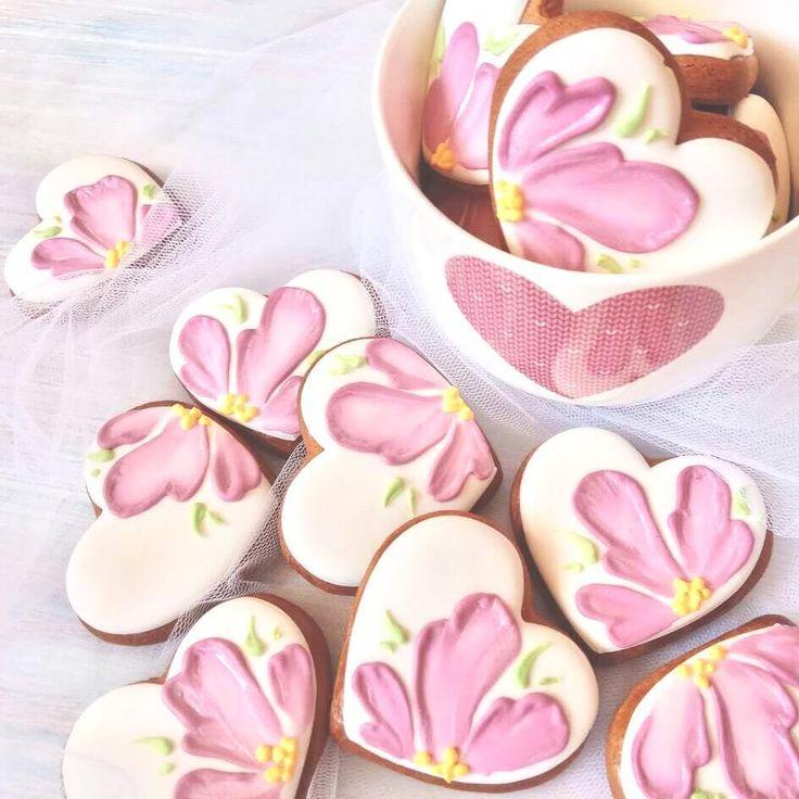 """Beaitiful heart cookies by @irinka.pavlovskaya on Instagram: """"У нас почти лето!!!!Весны и не было вовсе.....Впереди майские выходные,и я от души желаю всем…"""""""
