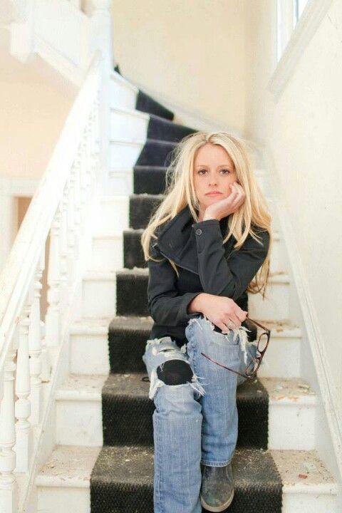 Nicole Curtis of Rehab Addict .... LOVE her hair!
