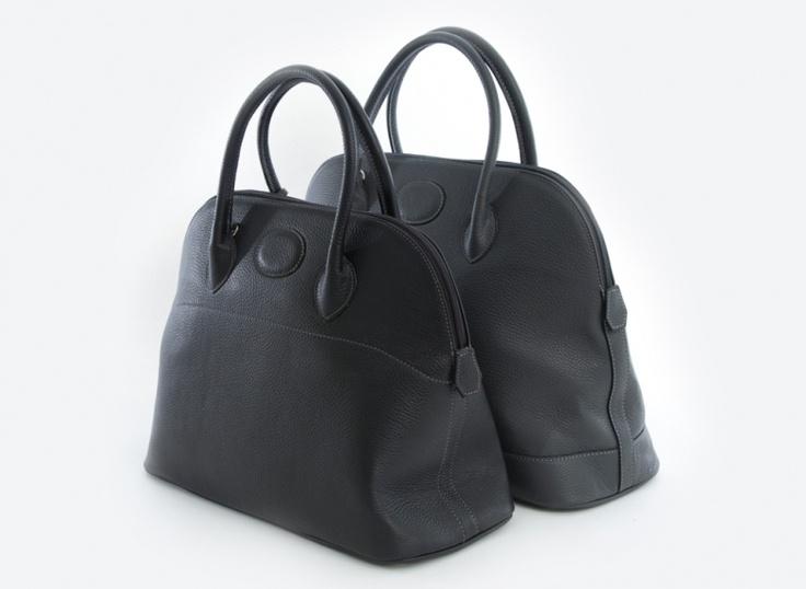Kig forbi Ultima standen og se de lækre Maxima tasker.  Det er originale italienske tasker i lækkert kalvelæder - og i en fantastisk kvalitet med skønne deltaljer. Fås i et utal at farver der matcher lige netop dig og din garderobe.