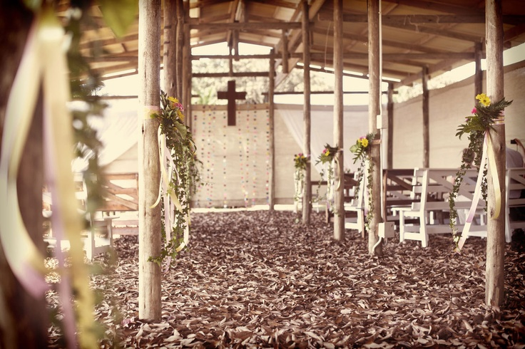 Rustic outdoor pavillon Wedding decor !