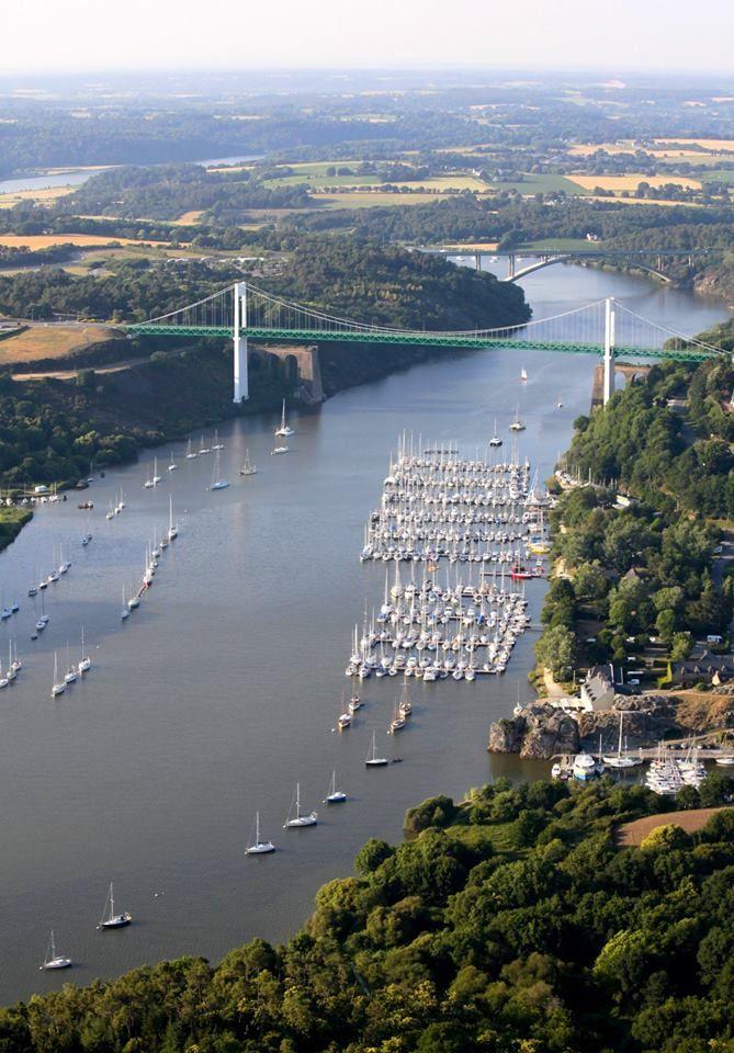 When Gargantua passes by La Roche-Bernard (Morbihan - France), this is what he sees!