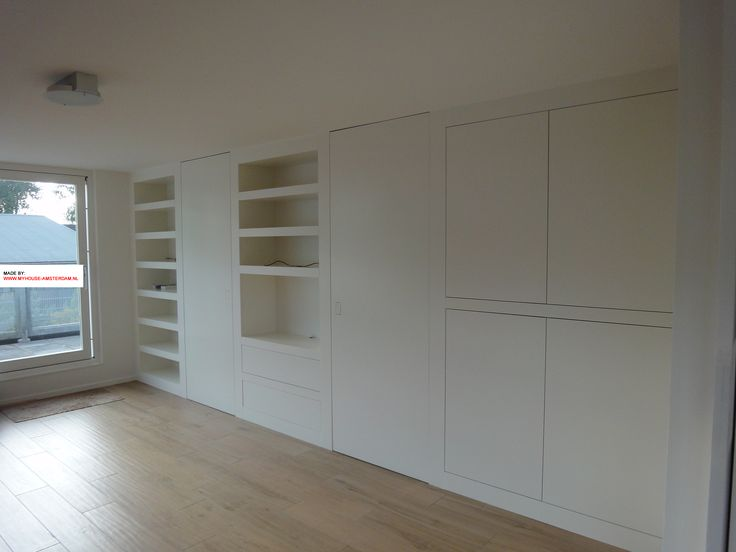 Bookcase and wardrobe modern in one wall - Modern wandvullend design van boekenkast en opberg en kledingkast door www.myhouse-amsterdam.nl