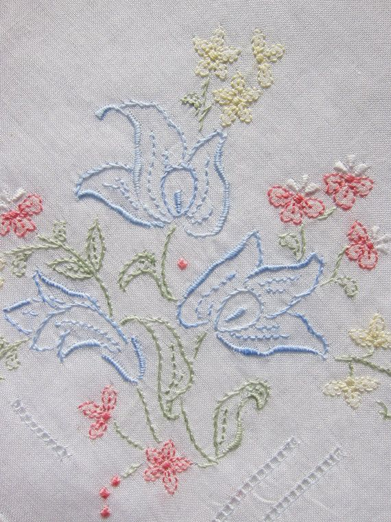 Lot of 4 embroidery vintage handkerchief. by patronescostura