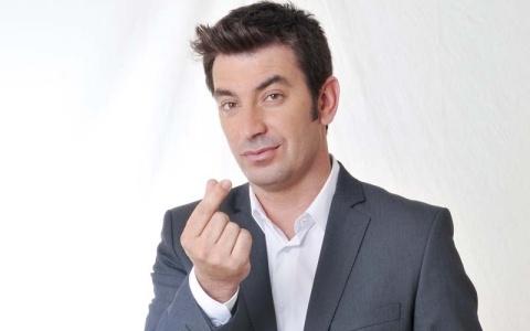 """Arturo Valls, presentador de """"¡Ahora Caigo!"""" http://www.antena3.com/programas/ahora-caigo/"""
