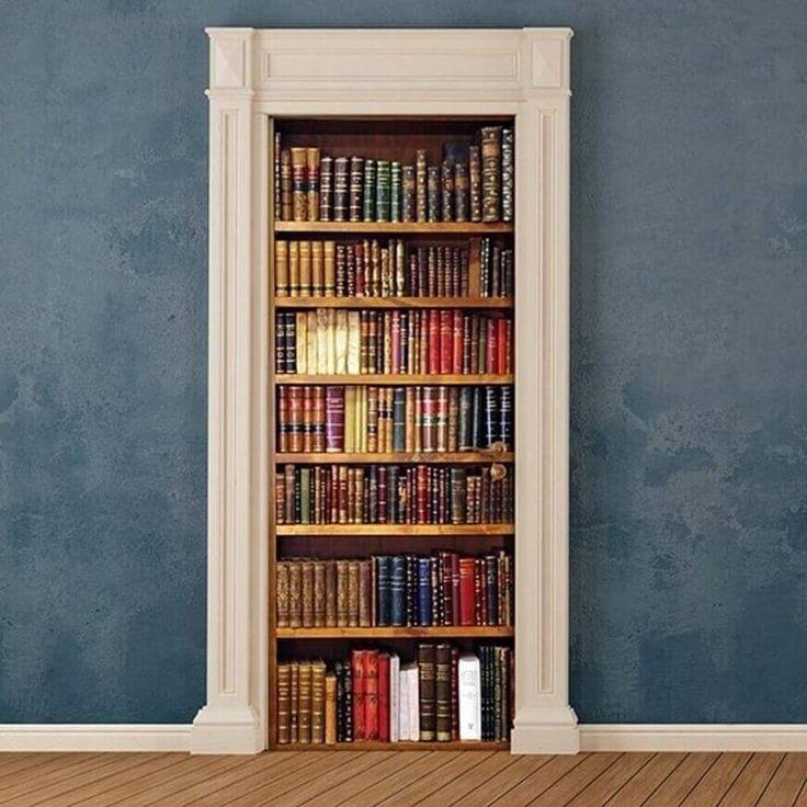 Door Cover Libreria, questa decorazione adesiva per le porte rivoluzionarà la tua porta trasformandola un bellissimo trompe l'oeil.