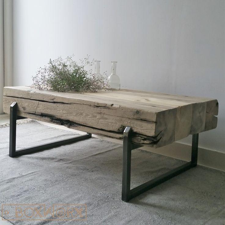 Salontafel 'BIG STEEL' is een stoere industriële en solide salontafel van oude, natuurlijk vergrijsde balken en een vierkant stalen frame.