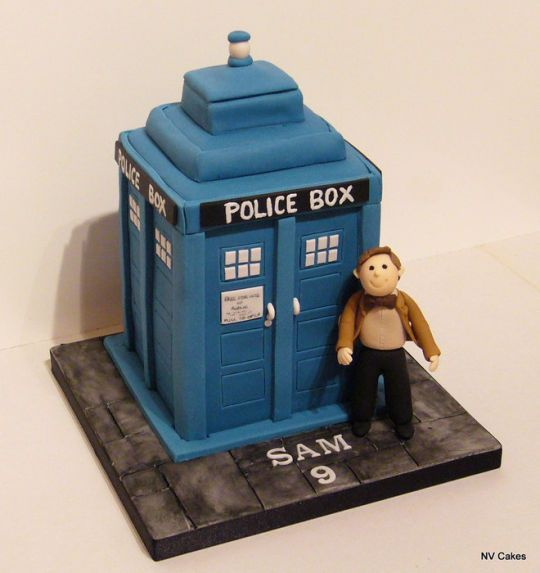 Dr Who and his Tardis - Cake by Nikki - CakesDecor