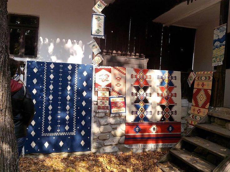 De peste 50 de ani Lăzărica Popescu țese covoare și tapiserii