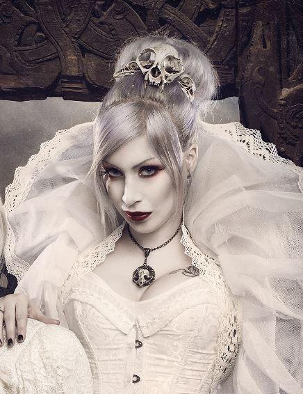 Skulls Headdress. Cat skull headpiece, fake taxidermy, goth steampunk dark costume, fantasy handmade hairclip, hair accesory by CamaradelAlquimista on Etsy https://www.etsy.com/listing/256148782/skulls-headdress-cat-skull-headpiece