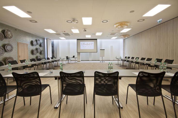 Sala Klonowa przygotowana na jedną z konferencji w Hotelu Lenart w Wieliczce  Zapraszamy również na stronę Hotelu na: http://hotellenart.pl/