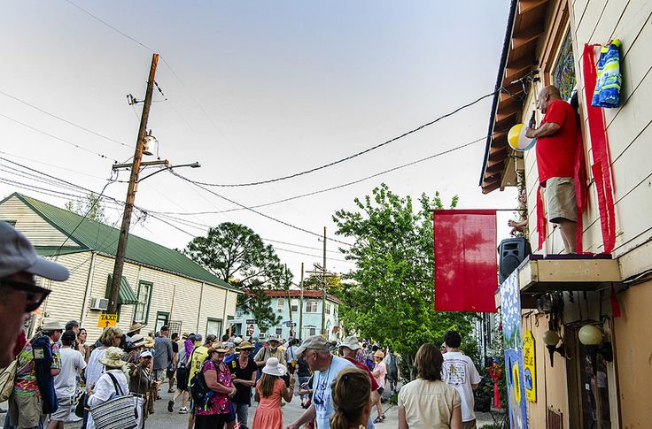 essay on new orleans food Food & wine's kate krader finds great new orleans restaurants and bars while touring the city with locals including treme's wendell pierce and pork.