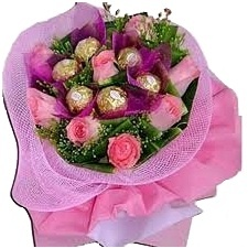 8 Pink Roses and 5 Pcs ferrero Rocher Chocolate Bouquet.