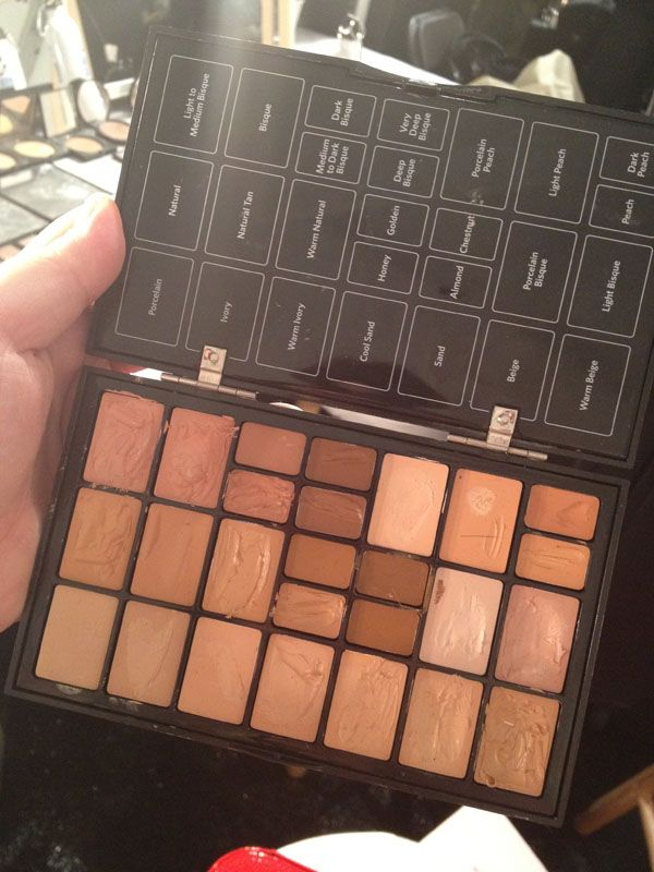 Don't know what Bobbi Brown concealer/foundation shade you are? This mega palette helps artists backstage. ( #Nordstrom #NYFW #Throwback )