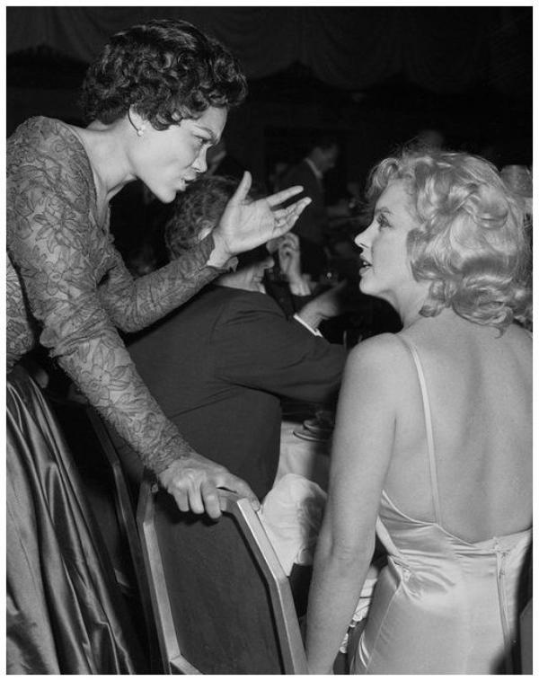 Eartha KITT '50 singer, actress (17 Janvier 1927 - 25 Décembre 2008) (1 photo de Eartha aux côtés de Marilyn MONROE)