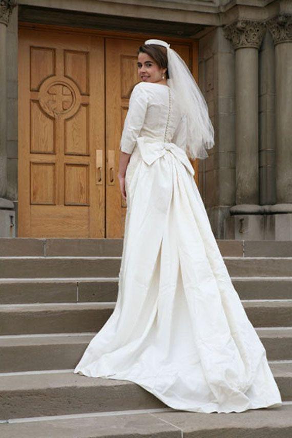Vintage 60s Lace Wedding Dress Gown, xs-s with Detachable Train